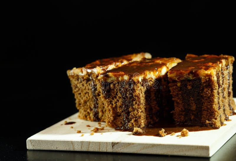 Kuchentoffee mit Schokolade auf die Oberseite lizenzfreies stockbild