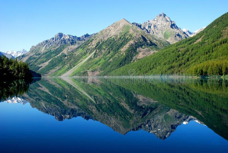 Kucherlinskoe See, Altai lizenzfreie stockbilder