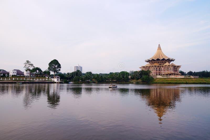 Kuching, Borneo (Malaysia) an der Dämmerung stockbilder