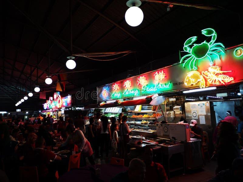 Kuching nocy rynek, Denny jedzenie obrazy stock