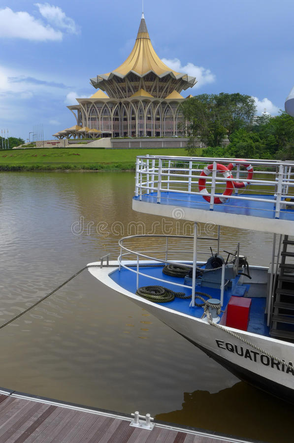 Download Kuching Waterfront Cruise Boat Editorial Image - Image of building, front: 28891025
