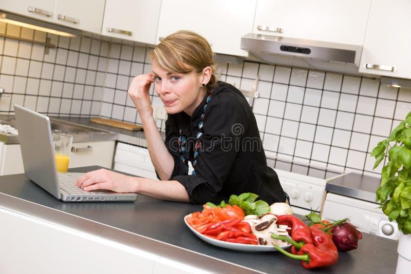 kuchnia laptopa na lunch obrazy royalty free