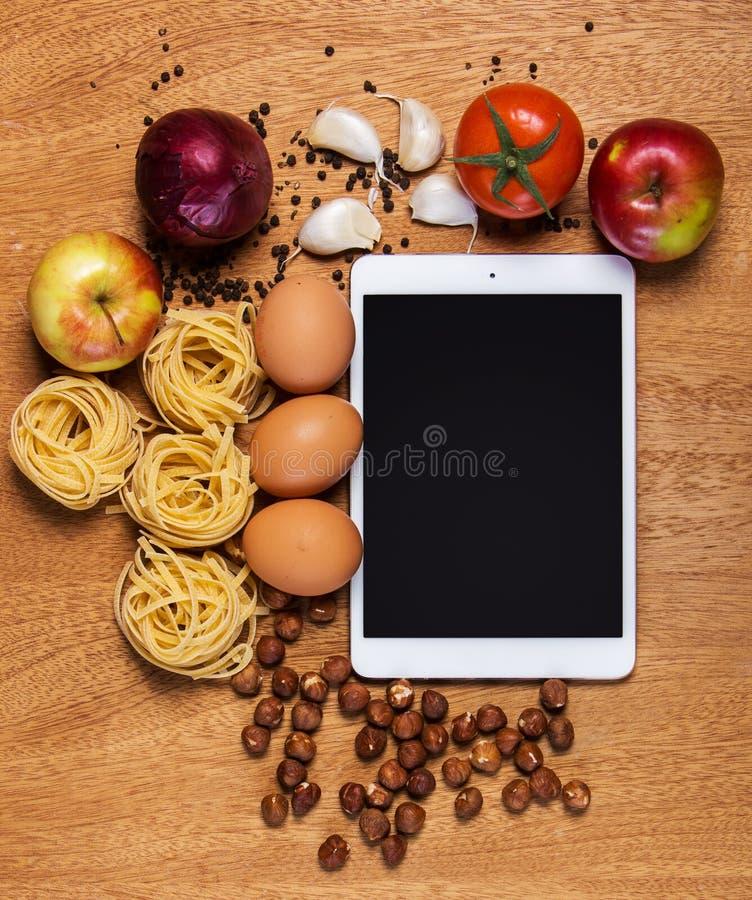 Download Kuchnia Pastylka I Jedzenie Zdjęcie Stock - Obraz złożonej z jabłko, cebula: 41954848