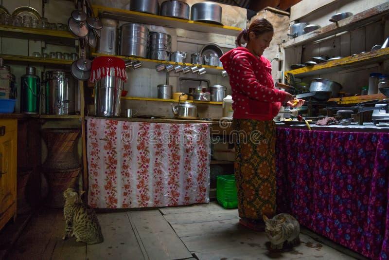 Kuchnia w herbacianym domu, Nepal obrazy stock