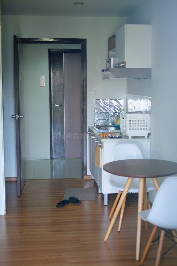 Kuchnia w mieszkaniu własnościowym zdjęcie royalty free