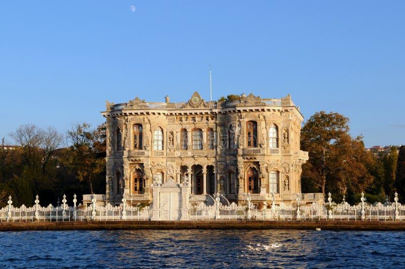 Kucuksu Palast in Istanbul stockbilder