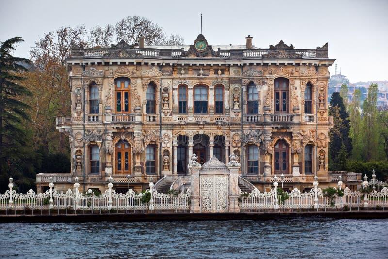 Kucuksu-Palast in Istanbul lizenzfreie stockfotografie