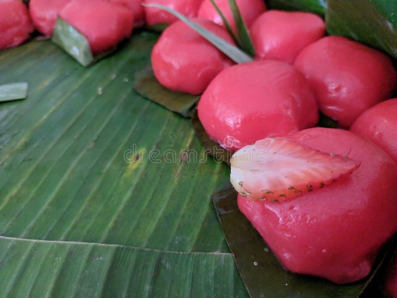 Kue mendut jest Indonezyjskim kue lub tradycyjnym przekąską miękki glutinous ryżowej mąki tort z cukierki ucierającym koksem wype obraz stock