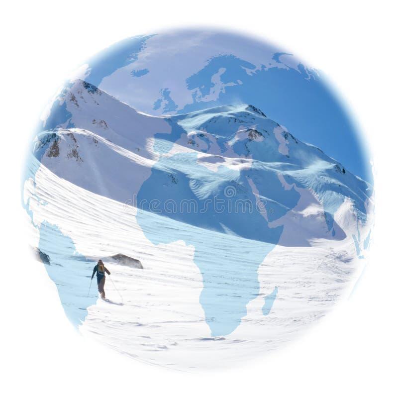 Kugel über einem Skifahrer, der Wendungen macht lizenzfreie stockbilder