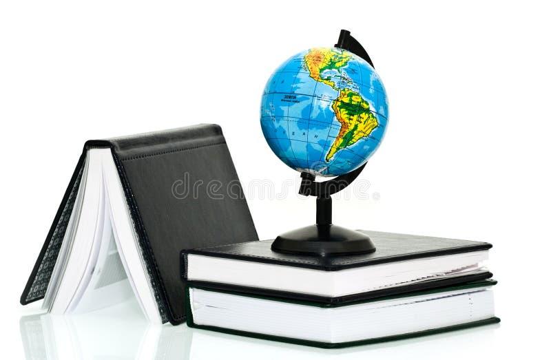 Kugel mit Notizbüchern lizenzfreie stockbilder