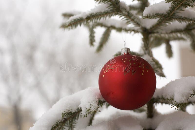 Kugel und Schnee stockbilder
