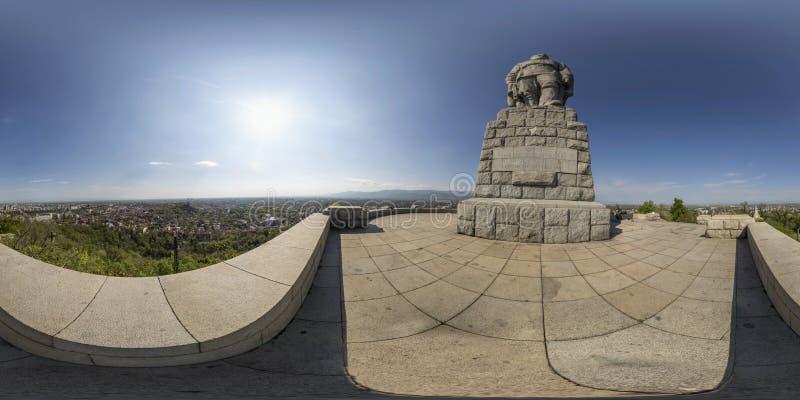 Kugelförmiges Panorama von Alyosha-Statue an Bunardzhika-Hügel in Plov lizenzfreies stockbild