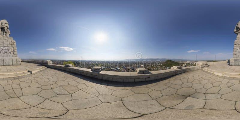 Kugelförmiges Panorama von Alyosha-Statue an Bunardzhika-Hügel in Plov stockfotografie