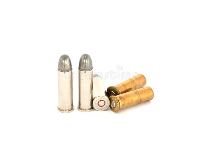 Kugeln für Pistole mit 38 Revolvern auf weißem Hintergrund stockbild