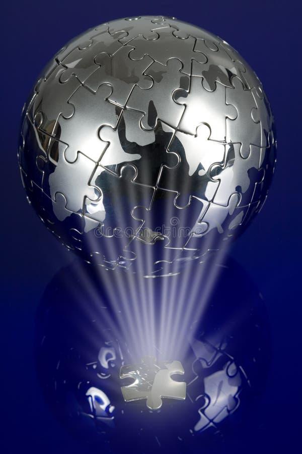 Kugelpuzzlespiel auf blauem Hintergrund stockfotografie