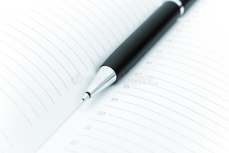 Kugelschreiber- und Büroauflage lizenzfreies stockbild