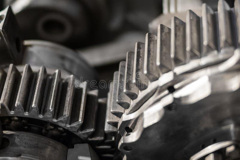 Kuggar och kugghjulcloseup, tappningmaskinerimakro arkivbild