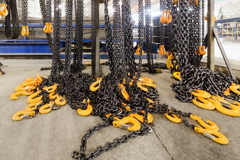 Kugge med chain remmar för ny last arkivfoto