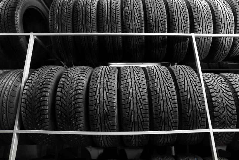 Kugge med variation av bilgummihjul fotografering för bildbyråer