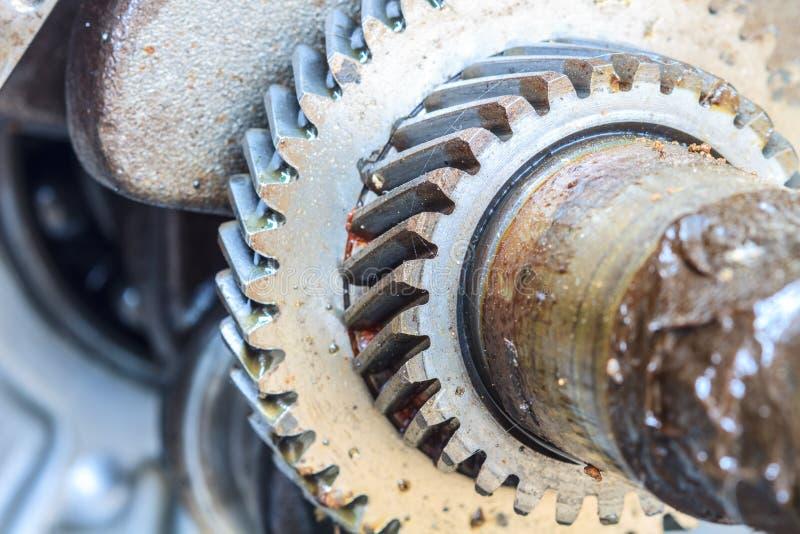 Kugghjul av den gamla motorn arkivbilder