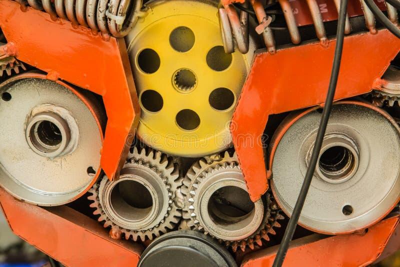 Kugghjul för maskin för punkrockstil färgrikt inom closeupsikt royaltyfri foto