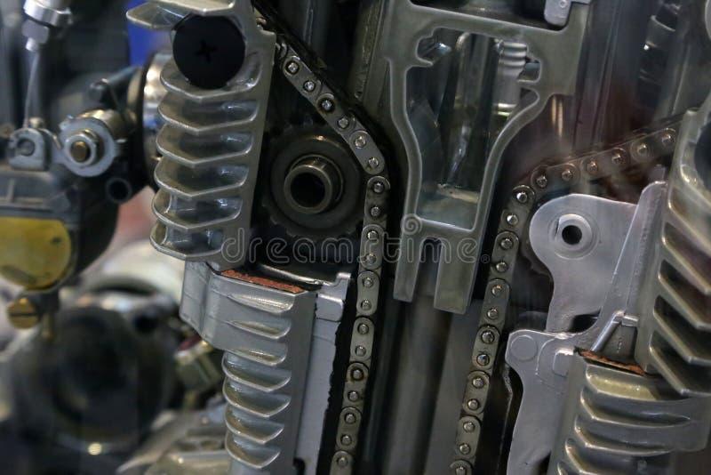 Kugghjul, kedjor och annan mekanism av den gamla bilen royaltyfri bild