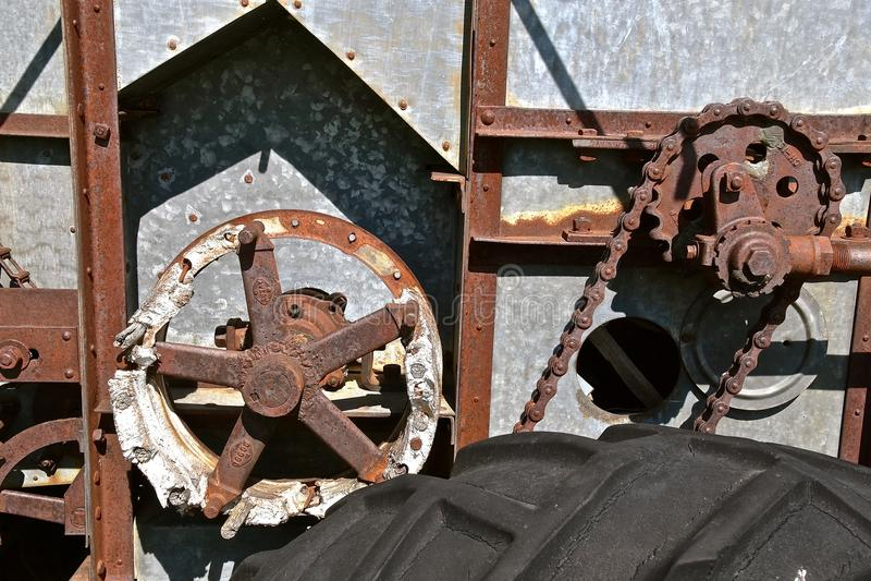 Kugghjul på tröska - maskin royaltyfria foton