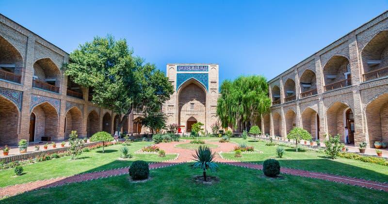 Kukeldash Madrasah, i Tasjkent, Uzbekistan royaltyfria bilder