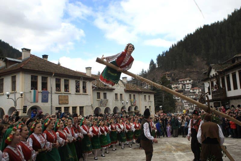 Kukeri在Shiroka Laka,保加利亚 免版税库存图片