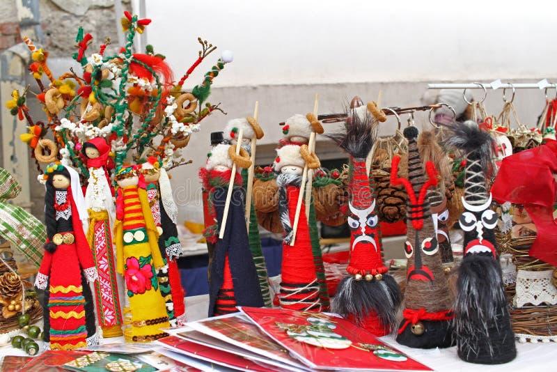 Kukeri e bonecas dos mummers pelo Natal e o ano novo Decorationwallpaper do Natal Brinquedos feitos a mão para boas festas Mum fe fotografia de stock royalty free