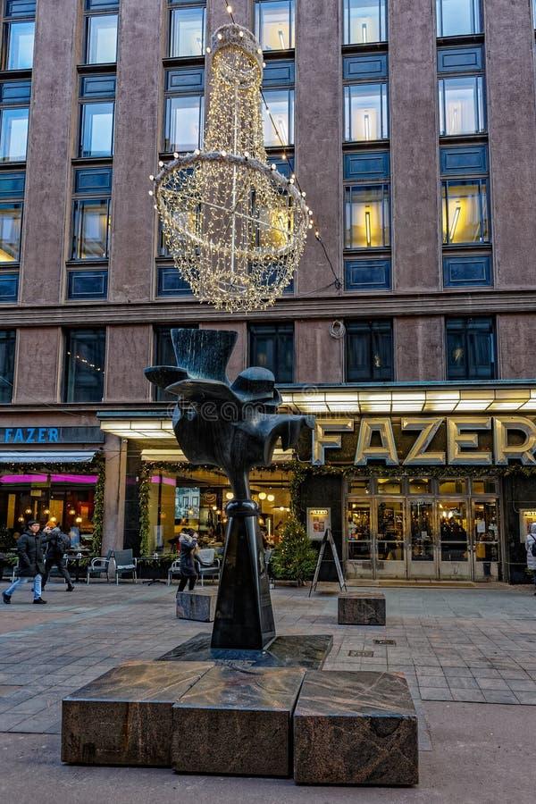 Kukko de Fazerin del gallo de Fazer - monumento moderno de la escultura al confitero finlandés Karl Fazer, el fundador de famoso fotos de archivo libres de regalías