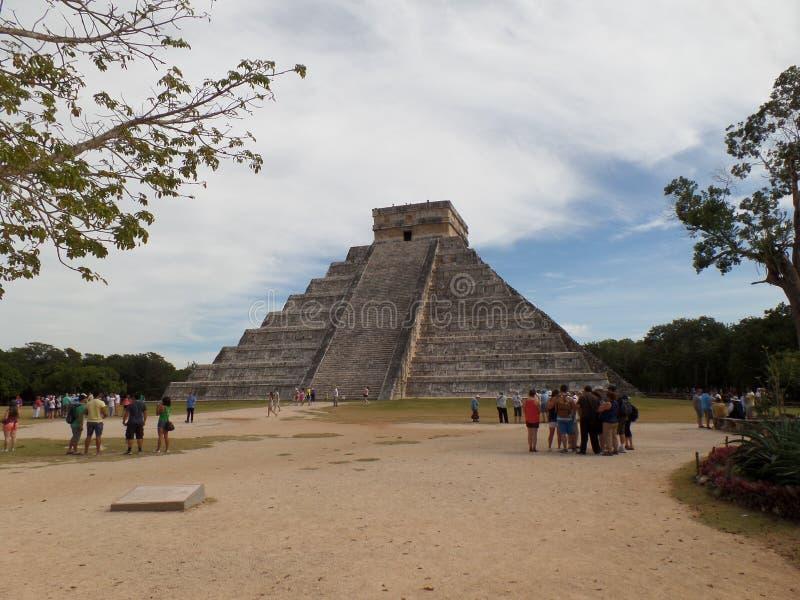 kukulkan пирамида на Chichen Itza, Мексике стоковые фото