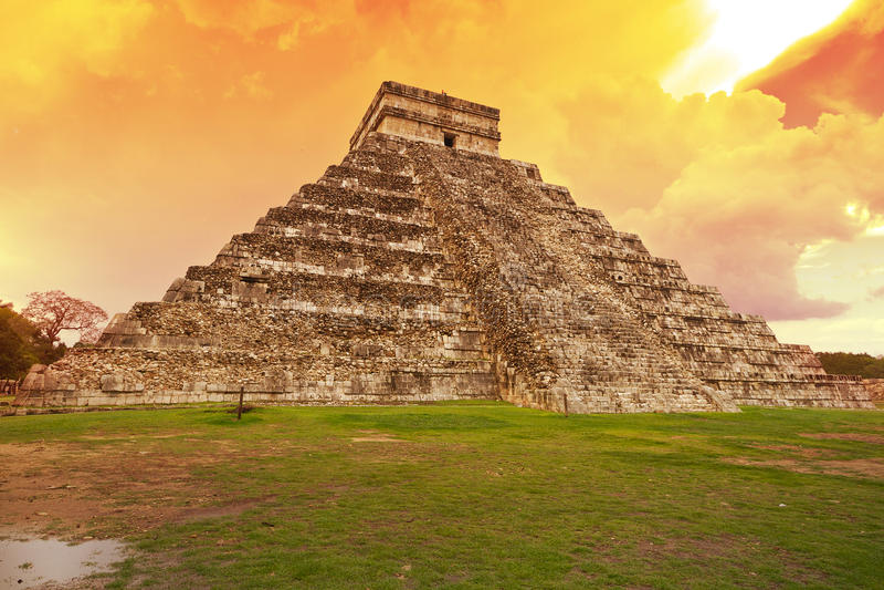 Kukulkan pyramid in Chichen Itza, Mexico stock images
