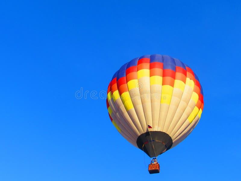 Kulör ballong på blå himmel royaltyfria bilder