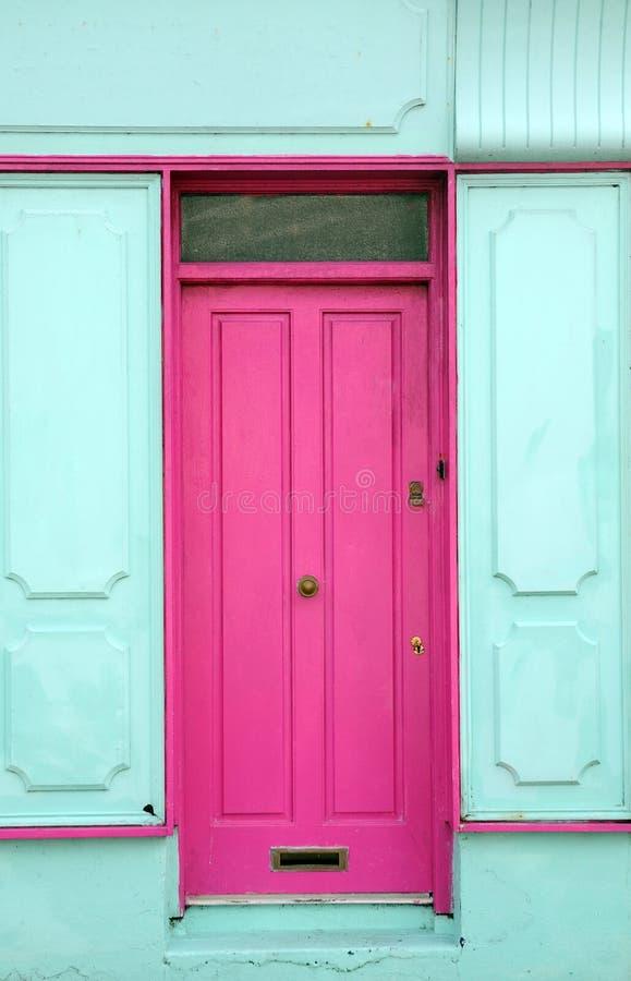 Kulör dörr för Pink royaltyfri fotografi