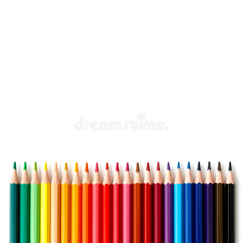 Kulör färgrik blyertspennaserie på vit arkivbild
