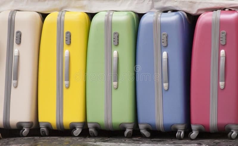 Kulör resväska arkivfoto