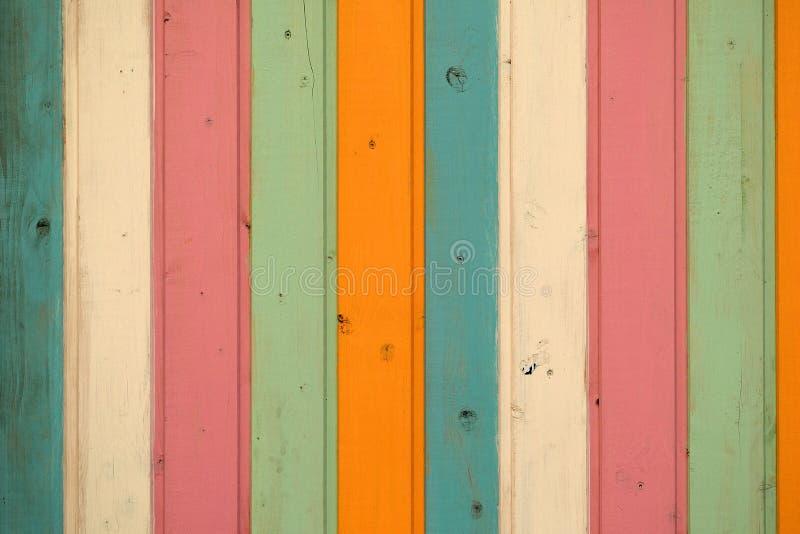 Kulör wood plankabakgrund för vertikal pastell royaltyfria bilder