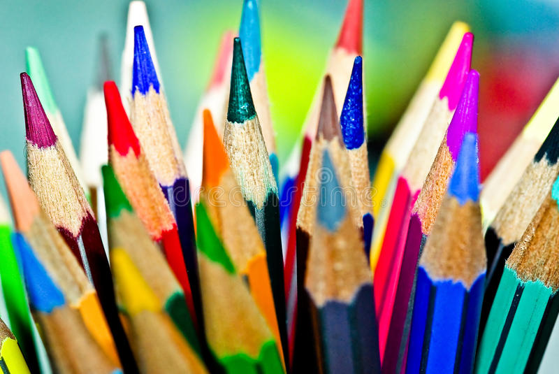kulöra blyertspennor royaltyfri bild