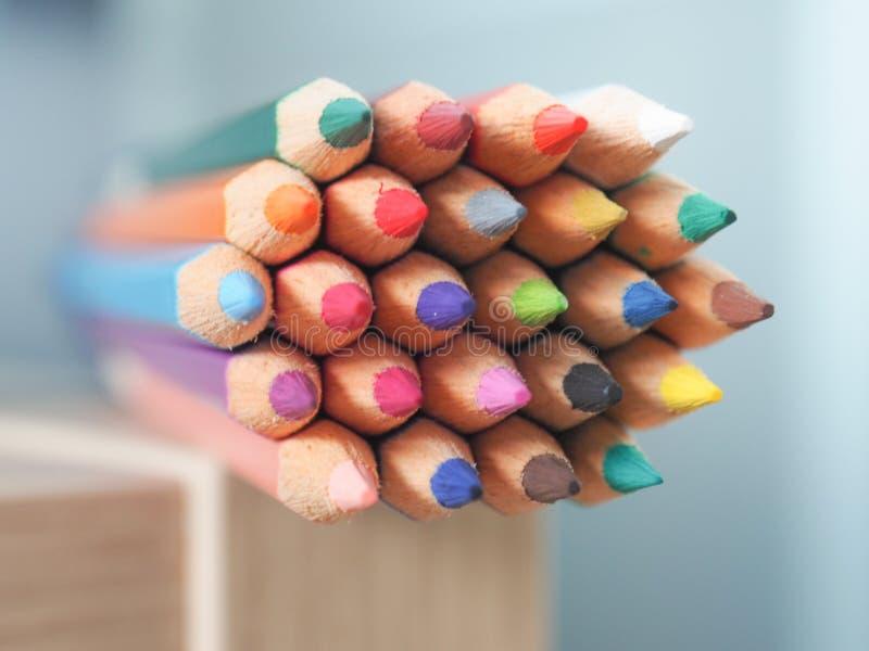kulöra blyertspennor för grupp royaltyfri foto