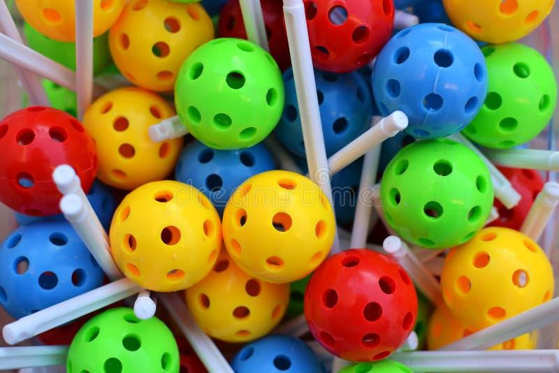 Kulöra bollar som bygger leksaken royaltyfria bilder