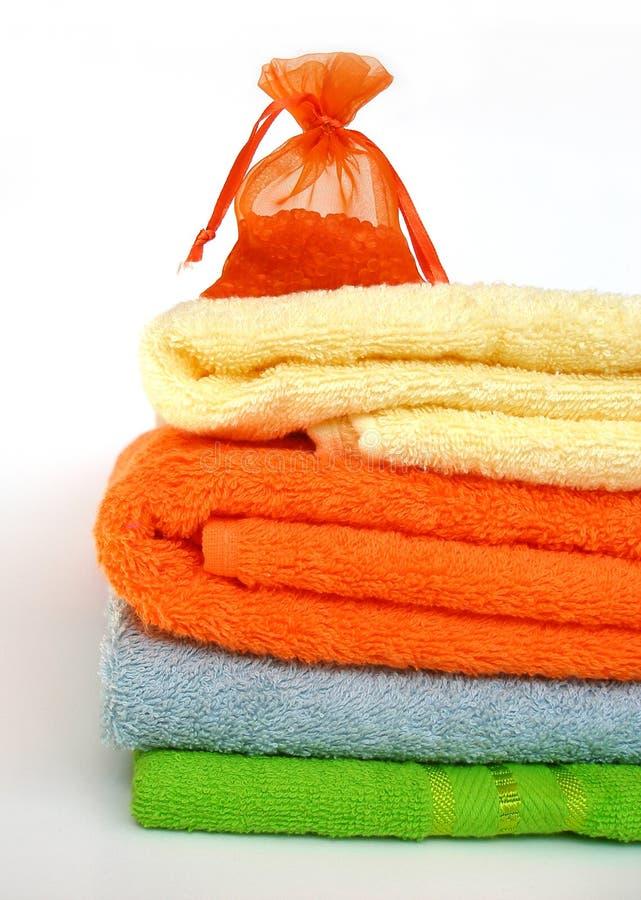 kulöra handdukar arkivfoton
