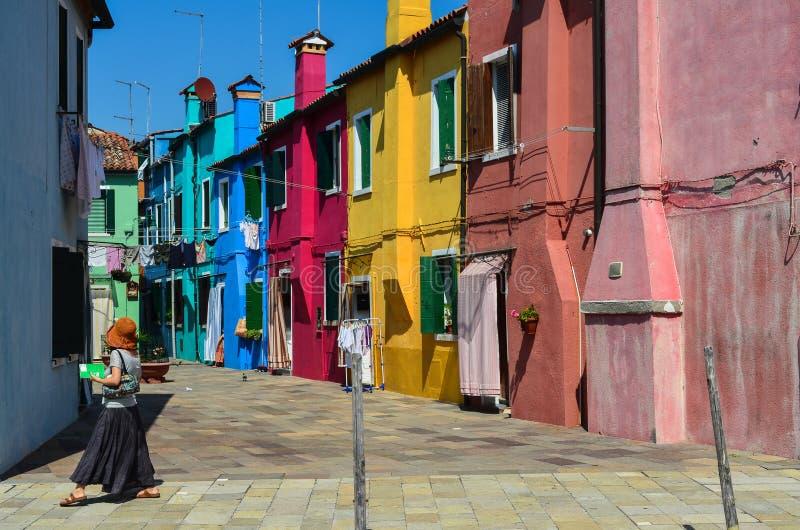 Kulöra hus i Venedig Italien fotografering för bildbyråer