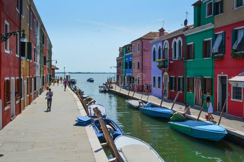 Kulöra hus i Venedig Italien royaltyfri foto