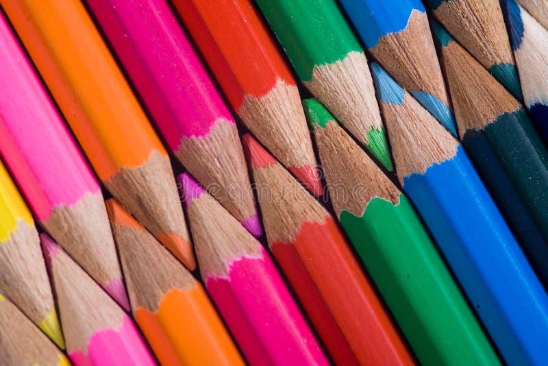 kulöra interlocking blyertspennor royaltyfri foto