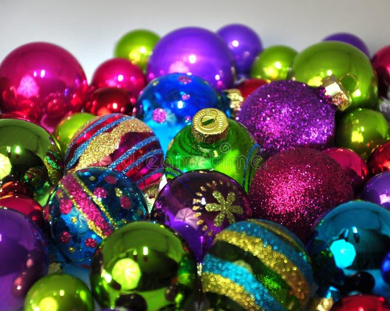 Kulöra julstruntsaker arkivfoton