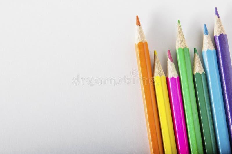 kulöra paper blyertspennor arkivfoton