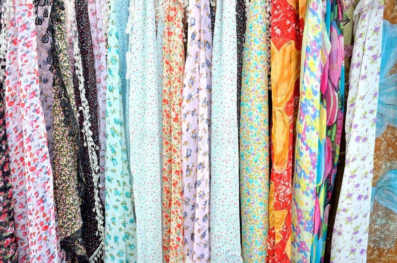 Kulöra scarves arkivfoton