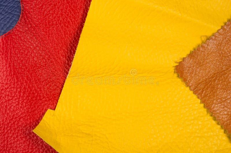 kulöra stycken och rester av naturligt läder royaltyfria bilder