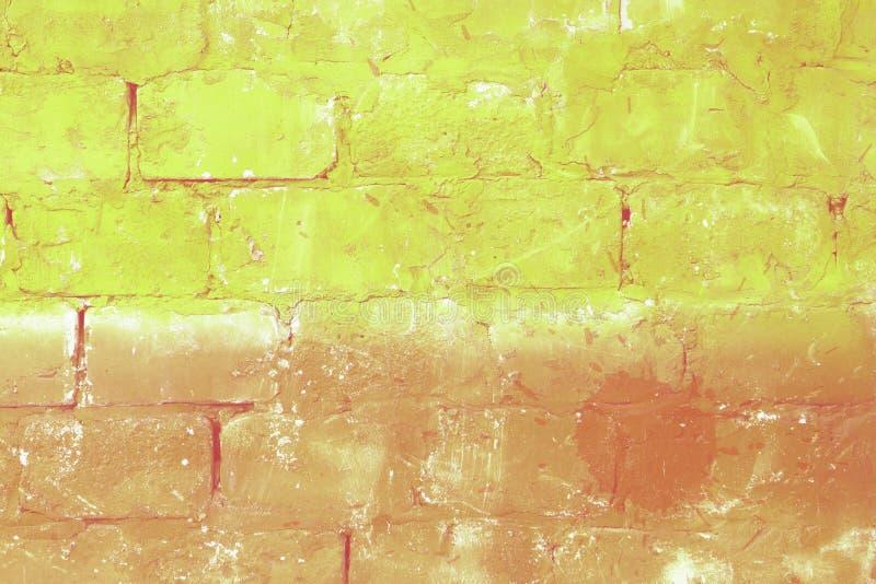 Kulöra tegelstenar för gul grunge arkivfoton